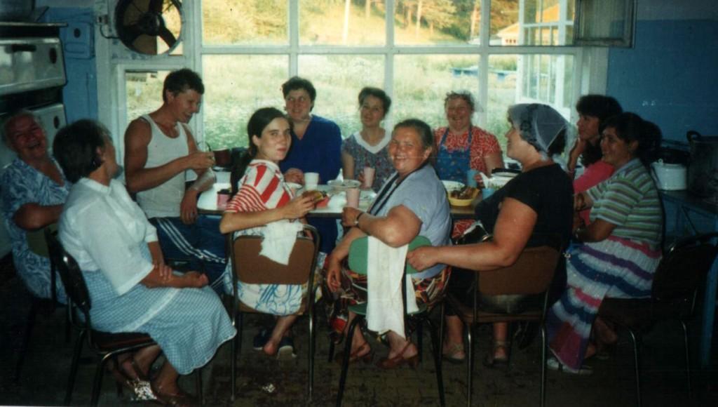 Лето 1995 г. Лагерь «Заря», предместье г. Иркутска. Сотрудники детского христианского благотворительного лагеря «Колосок»