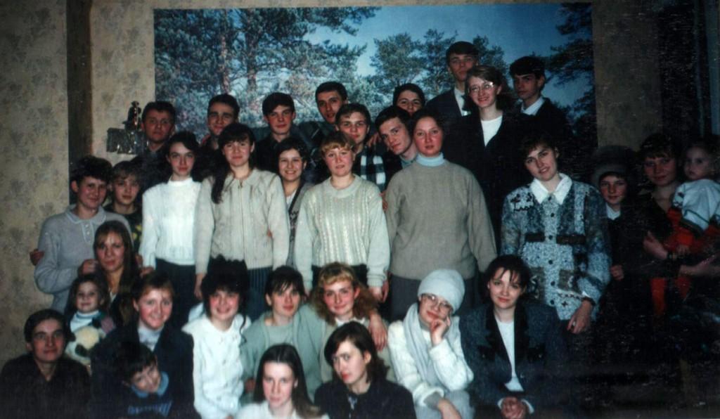 30 ноября 1997 г. Молодежь, которая трудилась летом в лагере «Колосок», собралась в нашей церкви на послелагерную встречу