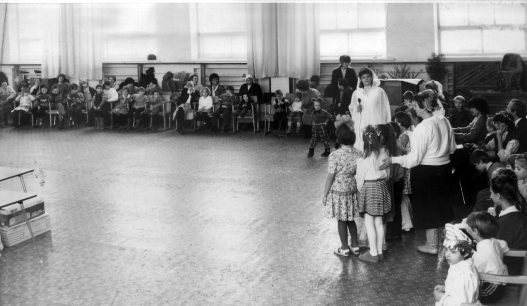 1994 г. Рождественскую программу для детей готовила Елена Портяная. Ей активно помогала вся церковь