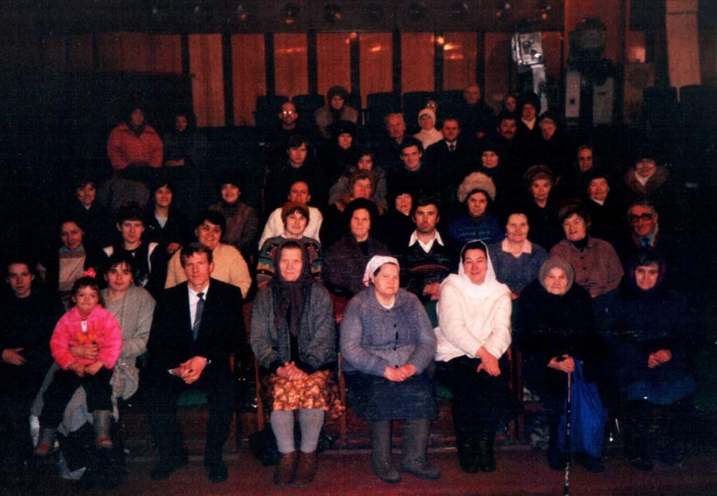Февраль 1998 г. Наша церковь после воскресного богослужения. Конференцзал ОАО «Востокэнергомонтаж»