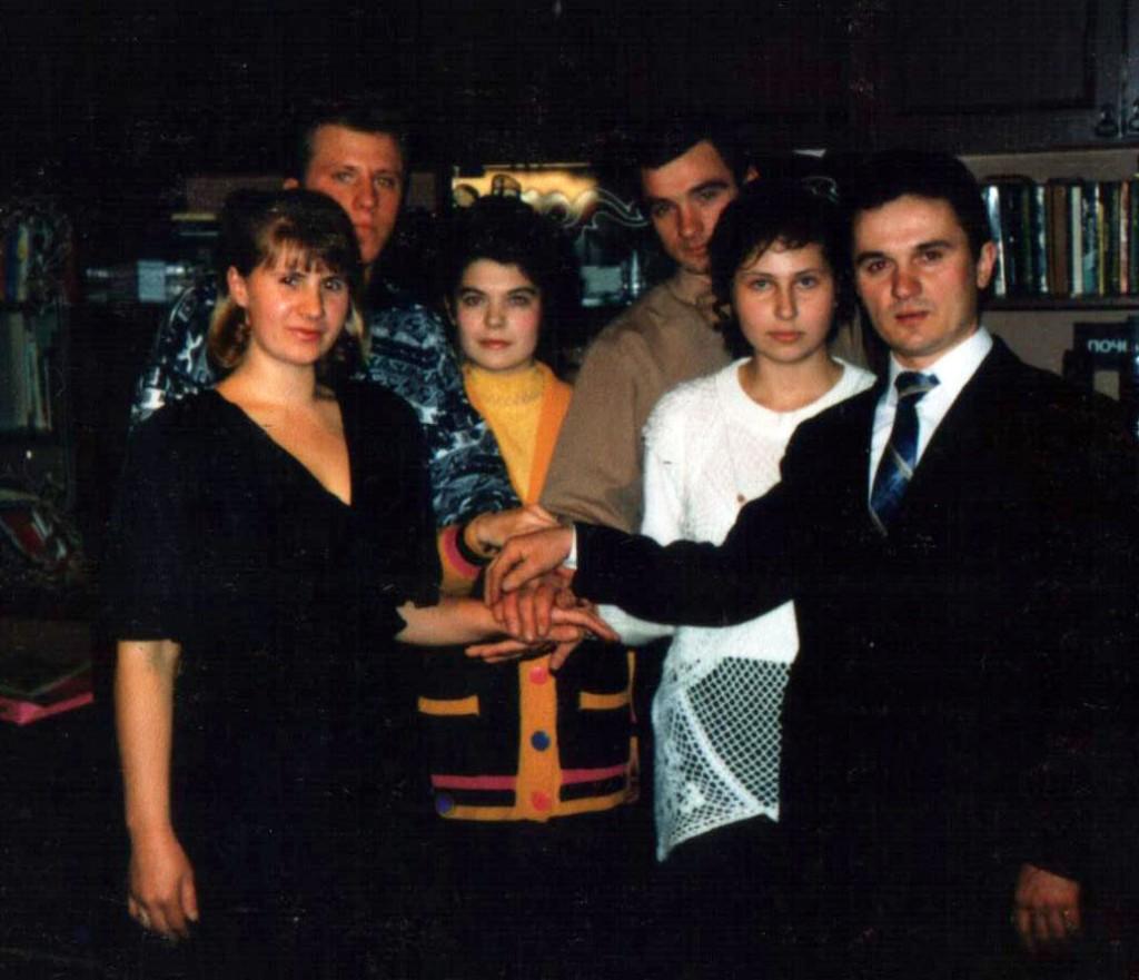 Продолжается евангелизационная работа в с.Хомутово. На фото группа, которая проводила общения в Хомутово каждый понедельник с 20-22 часов. Ответственный – Виктор Дудкин