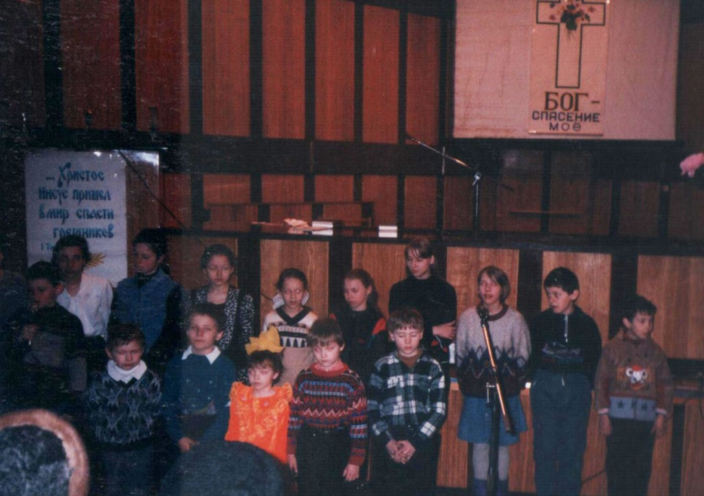 8 марта 1998 г. Наши дети поздравляют мам и бабушек с праздником